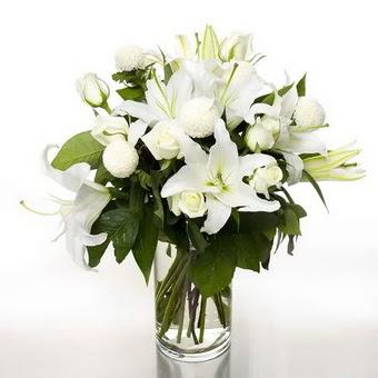 Tekirdağ çiçek gönderme  1 dal cazablanca 7 adet beyaz gül vazosu