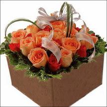 kare sandikta 11 gülllerden   Tekirdağ internetten çiçek satışı