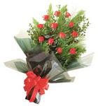 12 adet kirmizi gül buketi   Tekirdağ internetten çiçek satışı