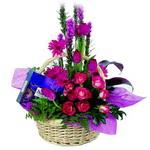 çikolata ve sepette çiçek   Tekirdağ çiçek gönderme