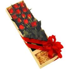 kutuda 12 adet kirmizi gül   Tekirdağ çiçekçi telefonları