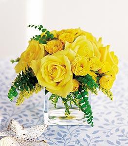 Tekirdağ 14 şubat sevgililer günü çiçek  cam içerisinde 12 adet sari gül
