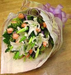 Tekirdağ internetten çiçek siparişi  11 ADET GÜL VE 1 ADET KAZABLANKA