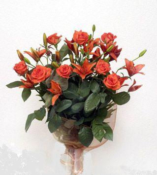 9 adet gül ve 3 adet lilyum çiçegi buketi   Tekirdağ uluslararası çiçek gönderme