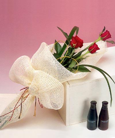 3 adet kalite gül sade ve sik halde bir tanzim  Tekirdağ online çiçek gönderme sipariş