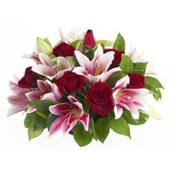 güller ve kazablnaklardan aranjman  Tekirdağ çiçek online çiçek siparişi