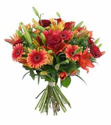 Tekirdağ çiçek satışı  3 adet kirmizi gül ve karisik kir çiçekleri demeti