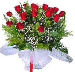 Tekirdağ ucuz çiçek gönder  12 adet kirmizi gül buketi esssiz görsellik