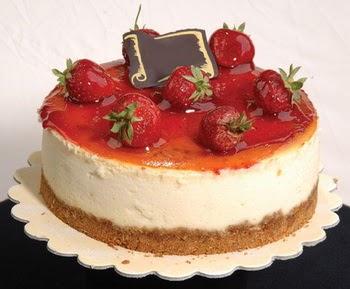 online pastaci 4 ile 6 kisilik yas pasta çilekli  Tekirdağ çiçekçiler