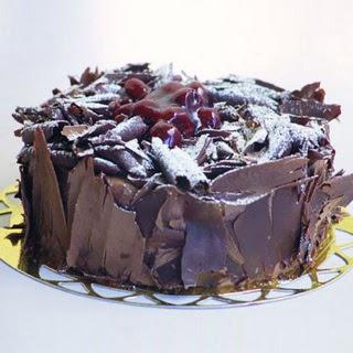 pasta yolla 4 ile 6 kisilik visneli çikolatali yas pasta  Tekirdağ çiçekçiler
