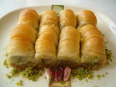 tatli gönder Essiz lezzette 1 kilo Fistikli Sari Burma  Tekirdağ 14 şubat sevgililer günü çiçek