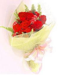 9 adet kirmizi gül buketi  Tekirdağ uluslararası çiçek gönderme