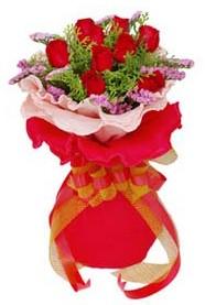 Tekirdağ 14 şubat sevgililer günü çiçek  8 Adet kirmizi güllerden buket tanzimi