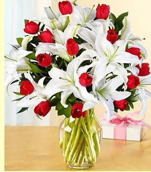 Tekirdağ çiçekçiler  3 kazablanka 10 kırmızı gül vazosu