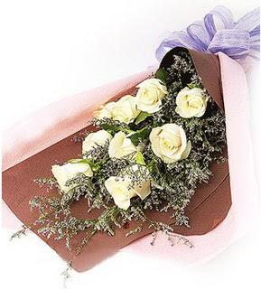 Tekirdağ uluslararası çiçek gönderme  9 adet beyaz gülden görsel buket çiçeği
