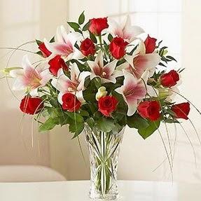 Tekirdağ güvenli kaliteli hızlı çiçek  12 adet kırmızı gül 1 dal kazablanka çiçeği