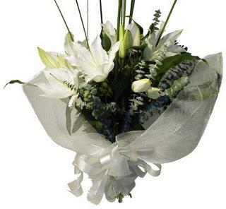 Tekirdağ internetten çiçek satışı  2 dal kazablanka çiçek buketi
