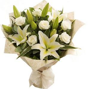 Tekirdağ çiçek online çiçek siparişi  3 dal kazablanka ve 7 adet beyaz gül buketi
