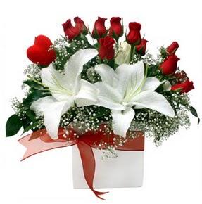 Tekirdağ internetten çiçek satışı  1 dal kazablanka 11 adet kırmızı gül vazosu