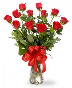 Tekirdağ hediye çiçek yolla  12 adet kırmızı güllerden vazo tanzimi