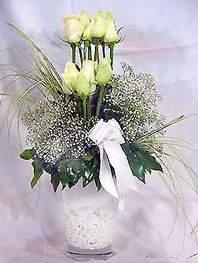 Tekirdağ cicekciler , cicek siparisi  9 adet vazoda beyaz gül - sevdiklerinize çiçek seçimi