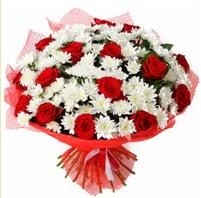 11 adet kırmızı gül ve beyaz kır çiçeği  Tekirdağ internetten çiçek siparişi