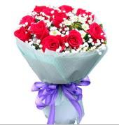 12 adet kırmızı gül ve beyaz kır çiçekleri  Tekirdağ internetten çiçek satışı
