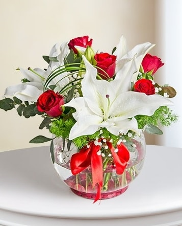 Fanus Vazoda 2 Lilyum ve 5 Gül Dansı  Tekirdağ çiçek satışı