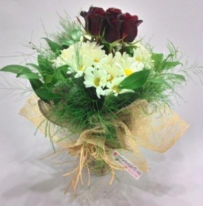 5 adet kırmızı gül ve kırızantem buketi  Tekirdağ uluslararası çiçek gönderme