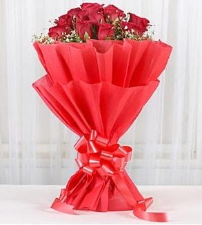 12 adet kırmızı gül buketi  Tekirdağ çiçek siparişi sitesi