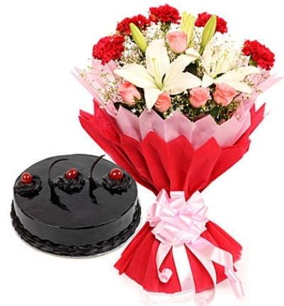 Karışık mevsim buketi ve 4 kişilik yaş pasta  Tekirdağ internetten çiçek satışı